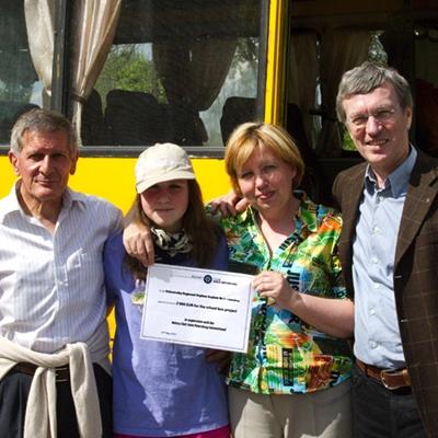 J. Bertalmio (RC), une pensionnaire, la directrice, le chèque du RC Aigle et J. Gamboni (RC Aigle)